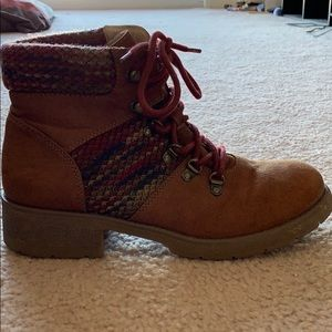 Boots size 10